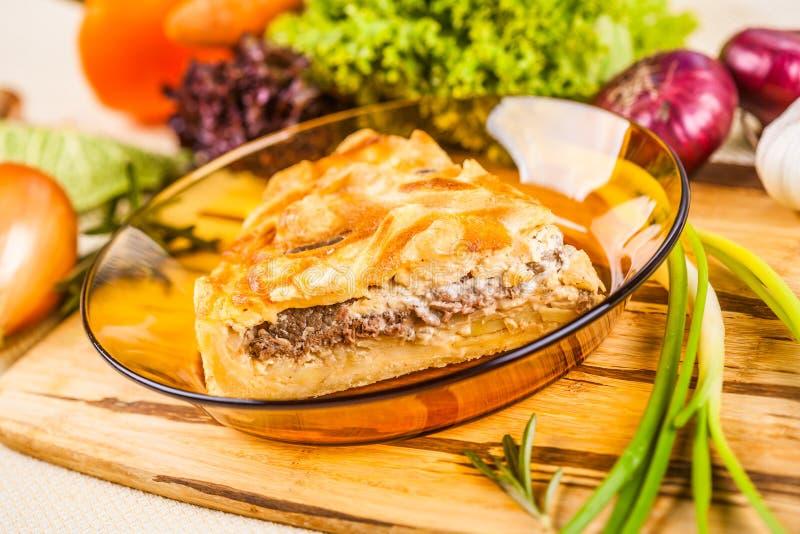 Torta di carne con la patata fotografia stock