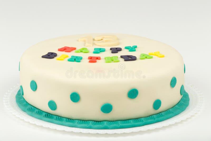 Torta di compleanno con il buon compleanno del testo fotografia stock libera da diritti