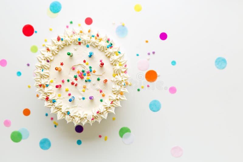 Torta di compleanno da sopra immagini stock