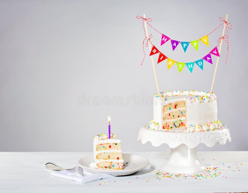 Torta di compleanno dei coriandoli immagini stock libere da diritti