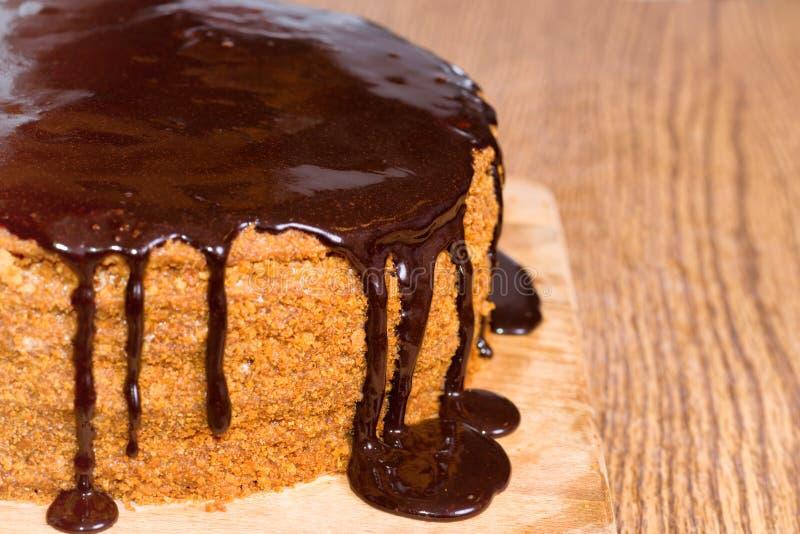 Torta di compleanno del cioccolato immagini stock
