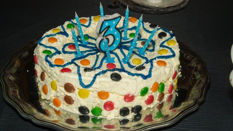 Super Torta Di Compleanno Per Un Bambino Di Tre Anni Fotografia Stock  VC51