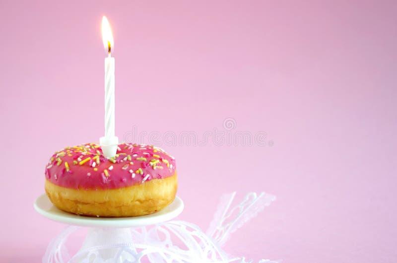 Torta di compleanno rosa immagini stock libere da diritti