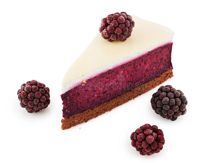 Torta di formaggio di Blackberry isolata su bianco fotografia stock libera da diritti