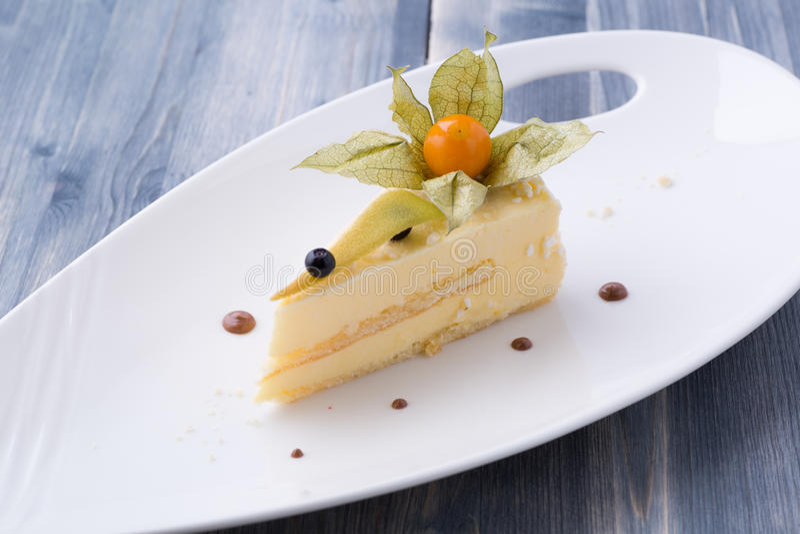 Torta di formaggio classica e fresca fotografia stock