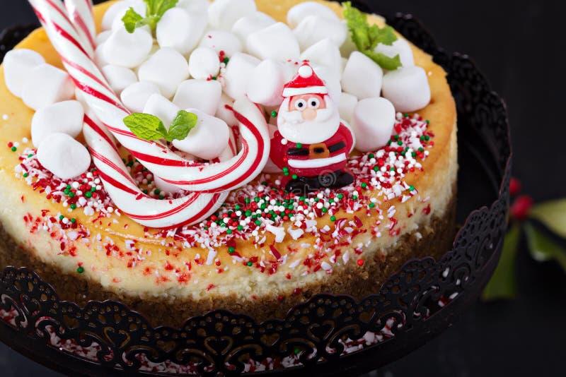 Torta di formaggio decorata per il Natale fotografia stock libera da diritti