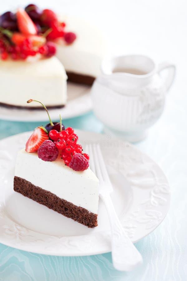 Torta di formaggio del cioccolato e della vaniglia fotografia stock libera da diritti
