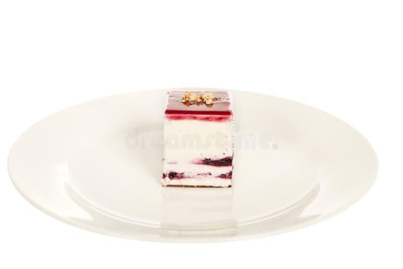 Torta di formaggio della fragola isolata su fondo bianco fotografia stock libera da diritti