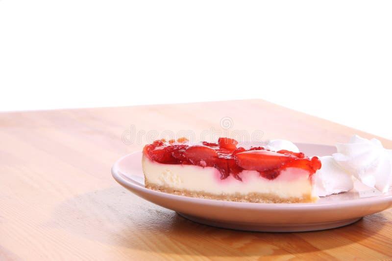 Torta di formaggio sulla zolla fotografie stock libere da diritti