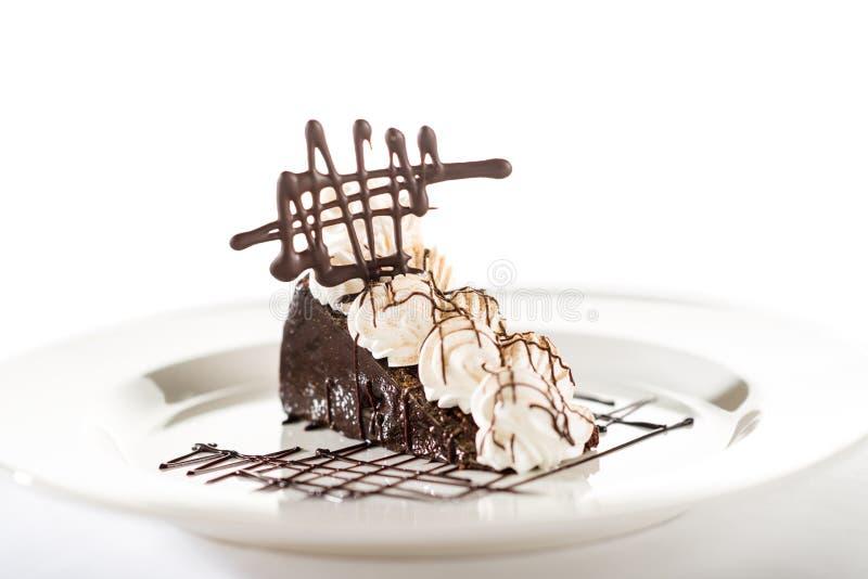 Torta di Sacher con crema e cioccolato sbattuti fotografia stock