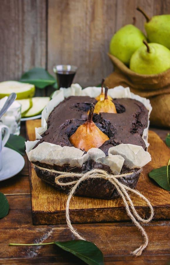 Torta do chocolate com peras foto de stock royalty free