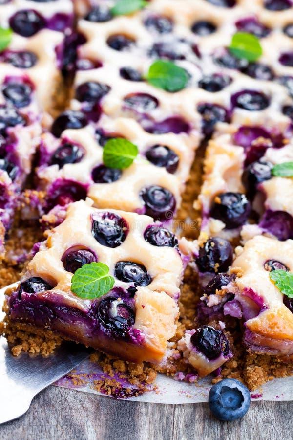 Torta do Shortcrust com mirtilos e leite condensado imagens de stock royalty free