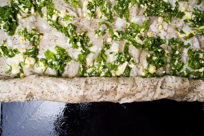 Torta do trigo mourisco com queijo e o vegetal verde fotos de stock
