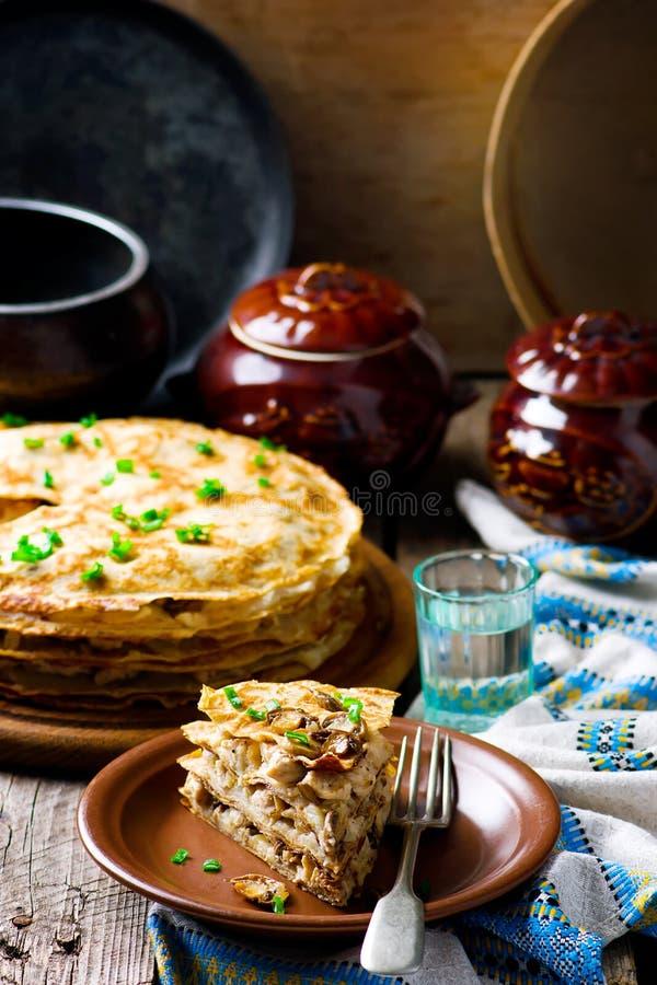 Torta dos Blinis com cogumelo fotografia de stock