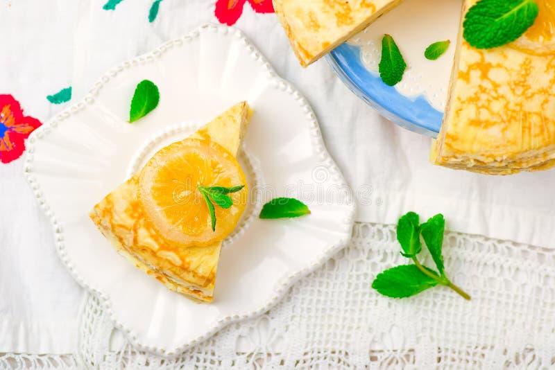 Torta dos Blinis com o coalho de limão imagem de stock royalty free