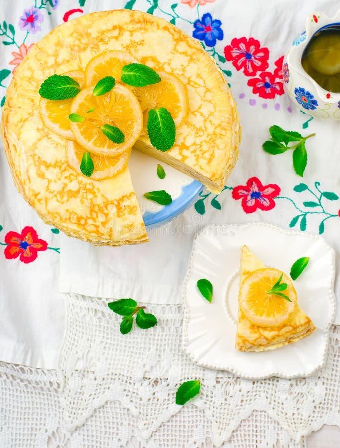 Torta dos Blinis com o coalho de limão fotografia de stock royalty free