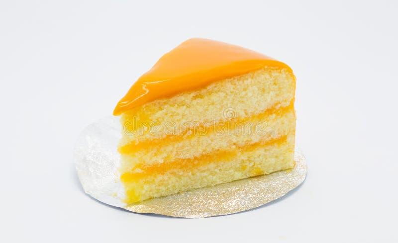 Torta dulce hecha en casa de la mantequilla con fuente anaranjada imagen de archivo