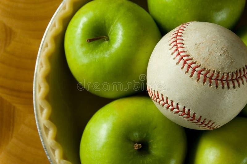 Torta e basebol de Apple fotografia de stock royalty free