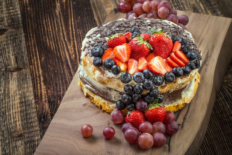 Torta festiva de la fruta imagenes de archivo