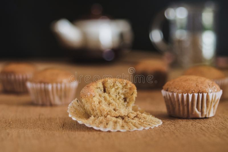 Torta fresca de la taza del plátano de la panadería caliente del horno fotos de archivo libres de regalías