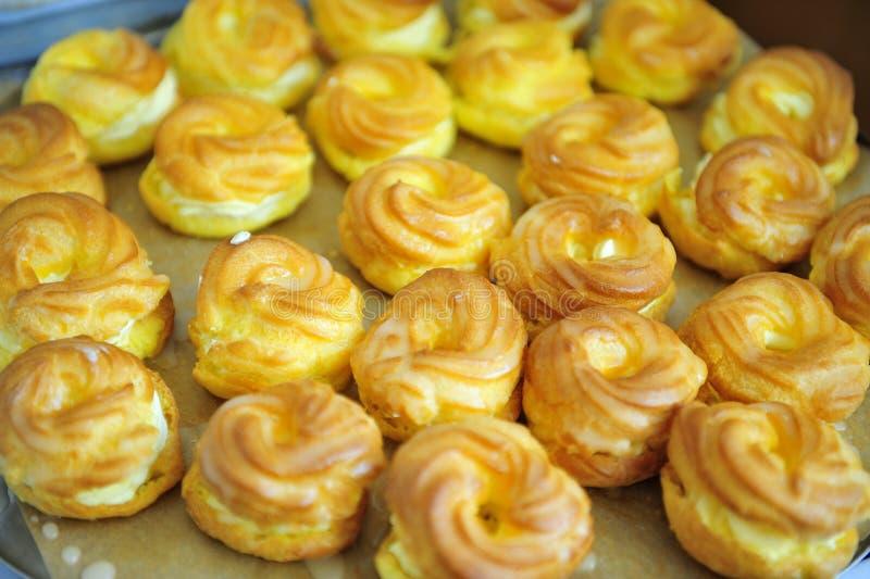 Torta fritta uovo ceco tipico di colore giallo di cucina fotografie stock libere da diritti