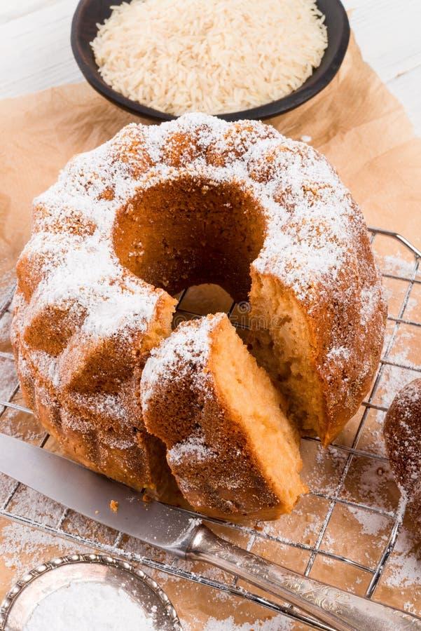 torta Gluten-libre con la harina de arroz y el kaymak imágenes de archivo libres de regalías