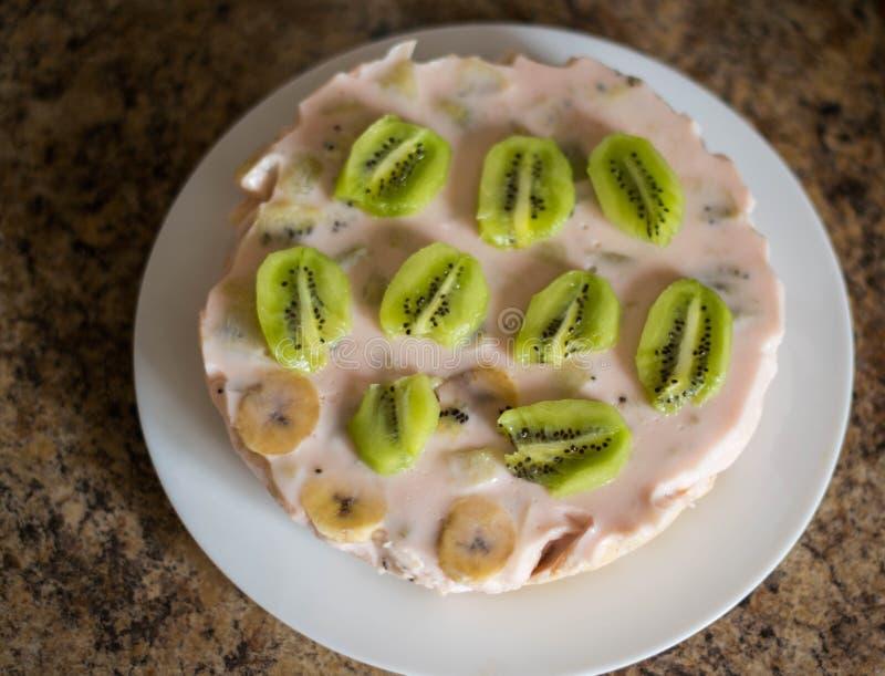 Torta hecha en casa del yogur foto de archivo