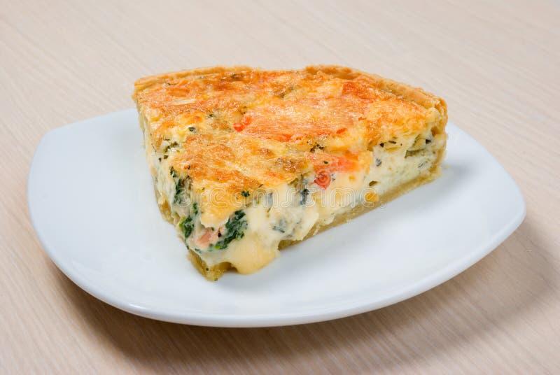 Torta Home com queijo e vegetal imagem de stock