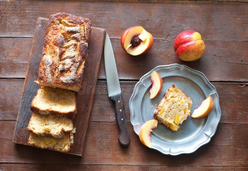 Torta italiana con las manzanas y el canela frescos foto de archivo libre de regalías
