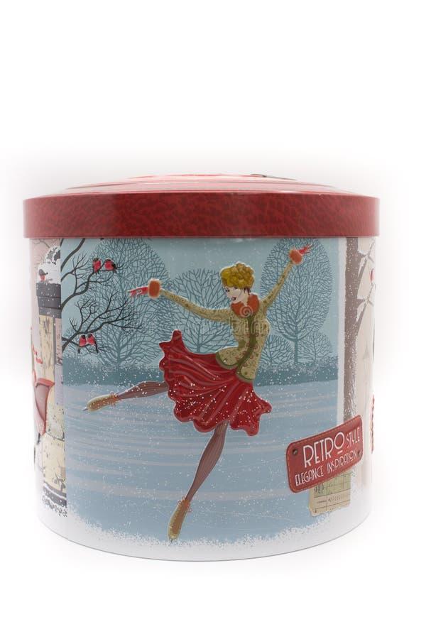 Torta italiana tradicional de la Navidad de Pandoro en la caja decorativa del metal fotos de archivo libres de regalías