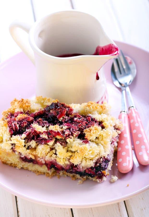 Torta mezclada de la baya y de la fruta fotografía de archivo