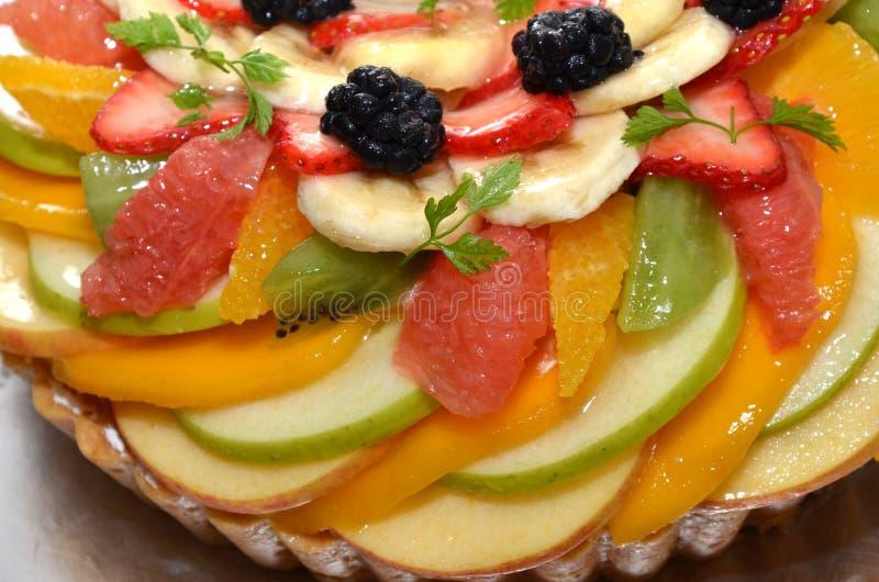 Torta mezclada de la fruta imágenes de archivo libres de regalías