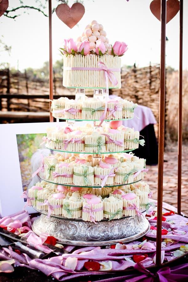 Torta nunziale/bigné immagini stock