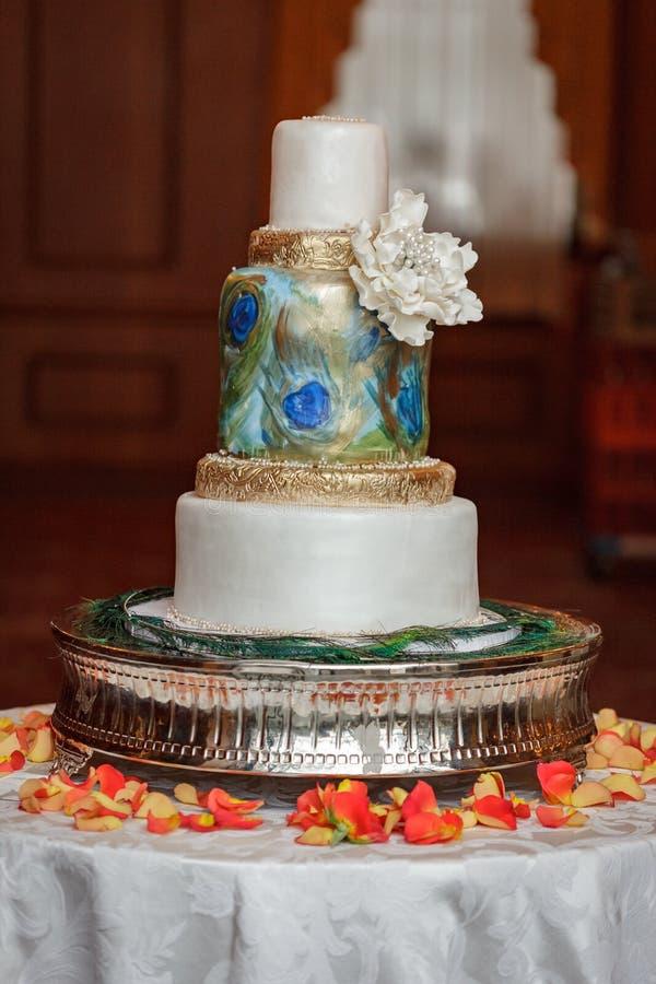 Torta nunziale del pavone fotografia stock