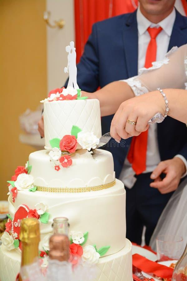 Torta nunziale, tema di nozze, simbolico di amore e romanzesco immagini stock