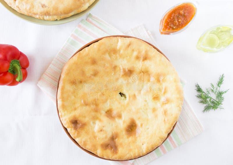 Torta ossetica con le patate ed il formaggio fotografia stock