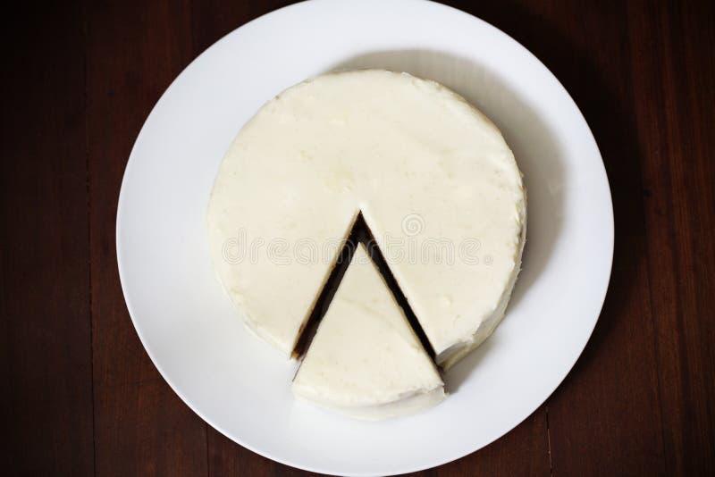 Torta ou bolo do queijo creme com parte cortada, sobremesa imagens de stock royalty free