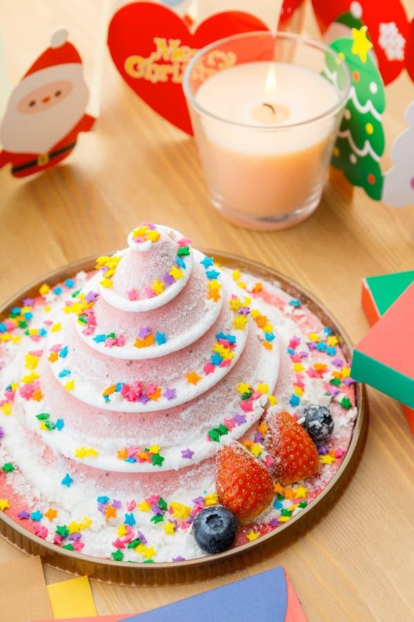 Torta para la celebración de la Navidad imagenes de archivo