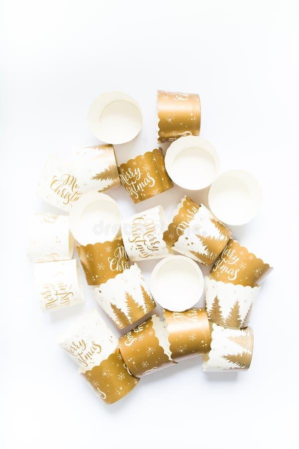 Torta per Natale, tazze per preparare il muffin fotografia stock libera da diritti