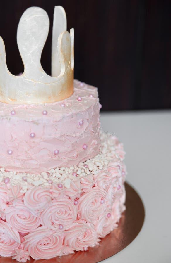 Torta rosada para una princesa imagenes de archivo