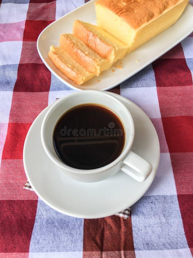 Torta y café de la mantequilla fotografía de archivo