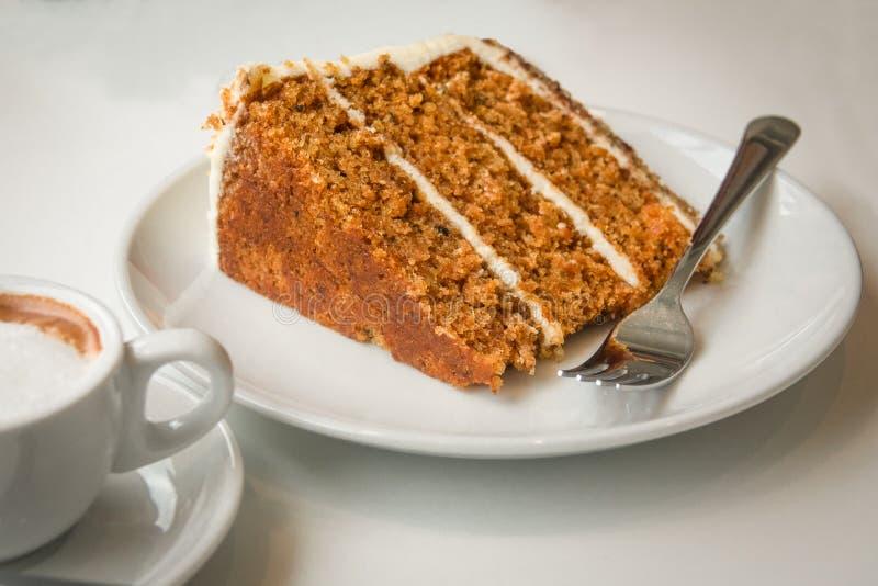 Torta y café de zanahoria imagen de archivo libre de regalías