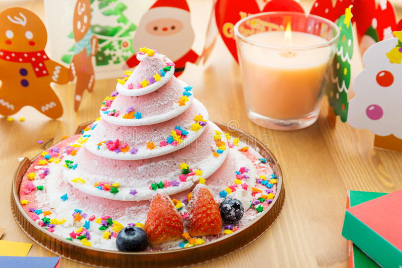 Torta y decoración de la Navidad imagen de archivo