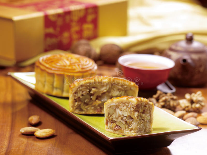 Torta y té chinos de luna fotos de archivo