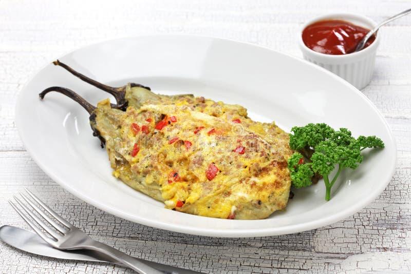 Tortang talong, aubergineomelett, filippinsk mat arkivfoto