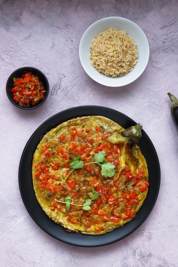 Tortang talong met het giniling, aubergineomelet met grondvarkensvlees, Filipijns voedsel stock afbeelding