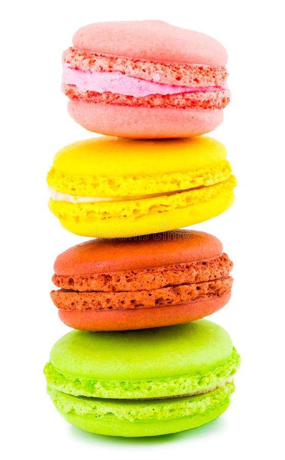 Tortas coloridas de los macarons Pequeñas tortas del francés Dulce y colorido foto de archivo libre de regalías