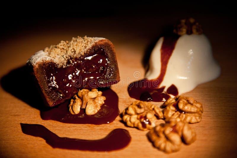 Tortas con las semillas y las nueces de amapola fotos de archivo