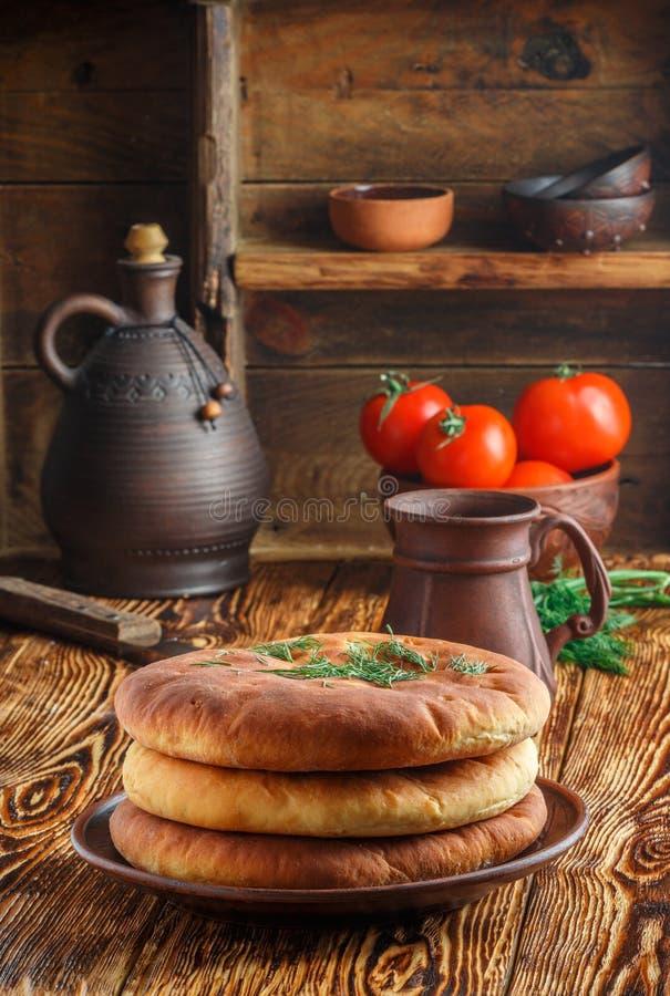 Torte con le patate ed i verdi Cena calorosa rustica immagine stock