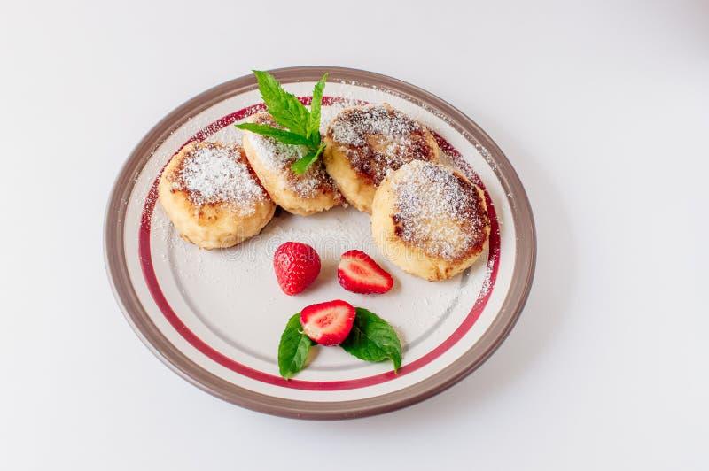 Torte di formaggio ucraine e russe tradizionali casalinghe, vista superiore Alimento sano fotografia stock